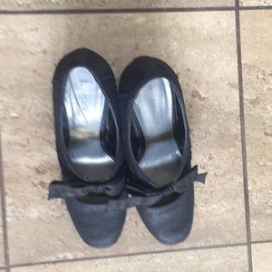 heels w/ cute bow